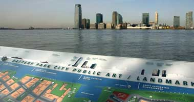 Zoom on tactile map part of the sign system in Battery Park City with view on Hudson River | CRA sign system design and consulting services